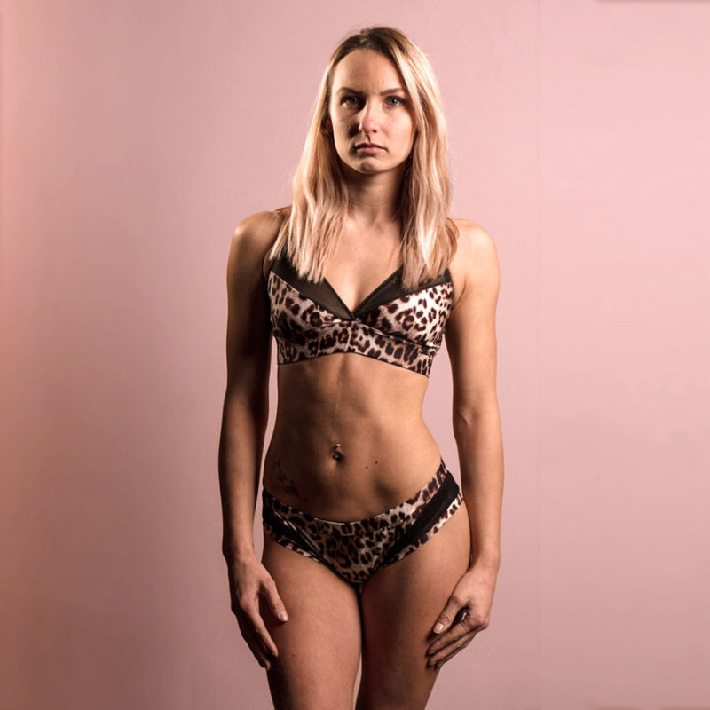 Posto9 eco-friendly leopard print sport bra for yoga, pole dance and gym