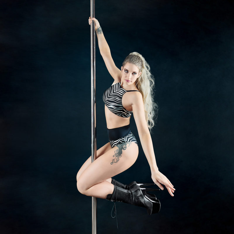 Posto9 silver black metallic zebra print sport bra for yoga, pole dance and gym